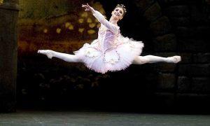 Alina Cojocaru (n. 1981). Prim-balerină a English National Ballet, a fost desemnată Balerina deceniului în 2010. În 2002, Președintele României i-a decernat medalia Ordinul Național pentru Merit în grad de cavaler, Romani de Centenar, o campanie Q Magazine by Floriana Jucan
